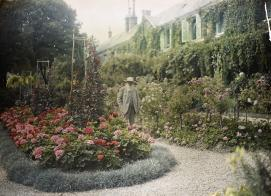 Unknown, 'Claude Monet outside his house at Giverny', c.1921, autochrome, Musée d'Orsay, Paris.